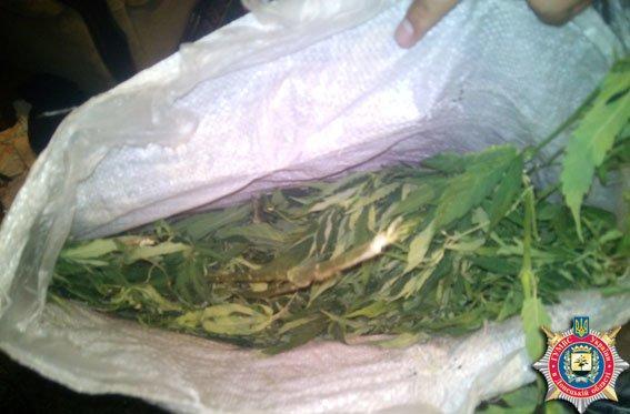 Милиционеры Красноармейска задержали молодую пару за хранение наркотиков (фото) - фото 2