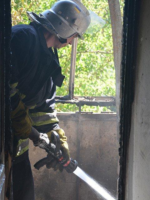 В Николаеве горела многоэтажка на Чкалова: в квартире был заперт ребенок (ФОТО), фото-3