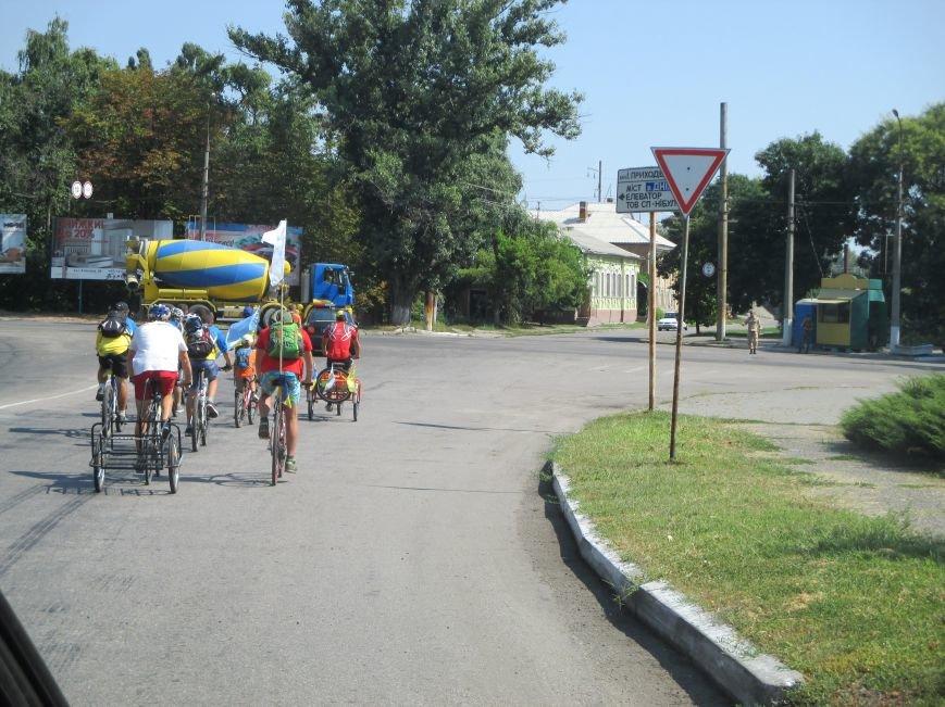 Кременчугские спасатели встретили участников велопробега на въезде в город, фото-8