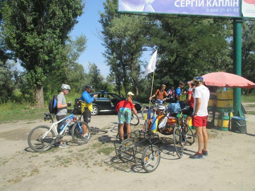 Кременчугские спасатели встретили участников велопробега на въезде в город, фото-4