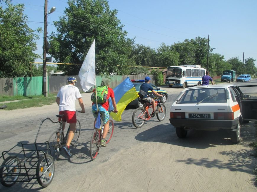 Кременчугские спасатели встретили участников велопробега на въезде в город, фото-3