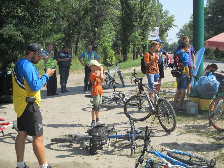 Кременчугские спасатели встретили участников велопробега на въезде в город, фото-6