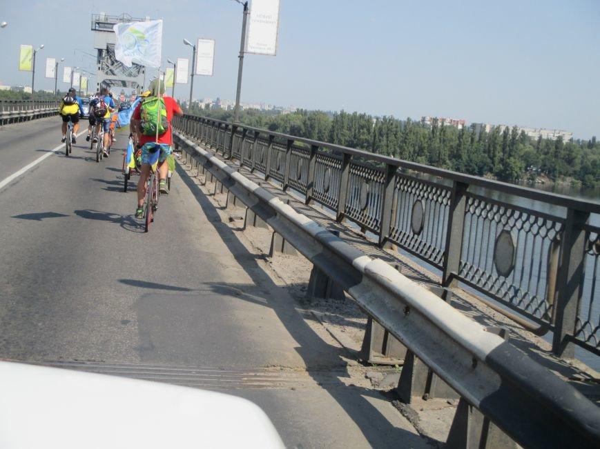 Кременчугские спасатели встретили участников велопробега на въезде в город, фото-10