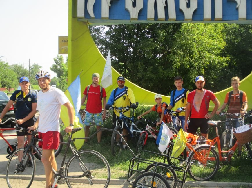 Кременчугские спасатели встретили участников велопробега на въезде в город, фото-2