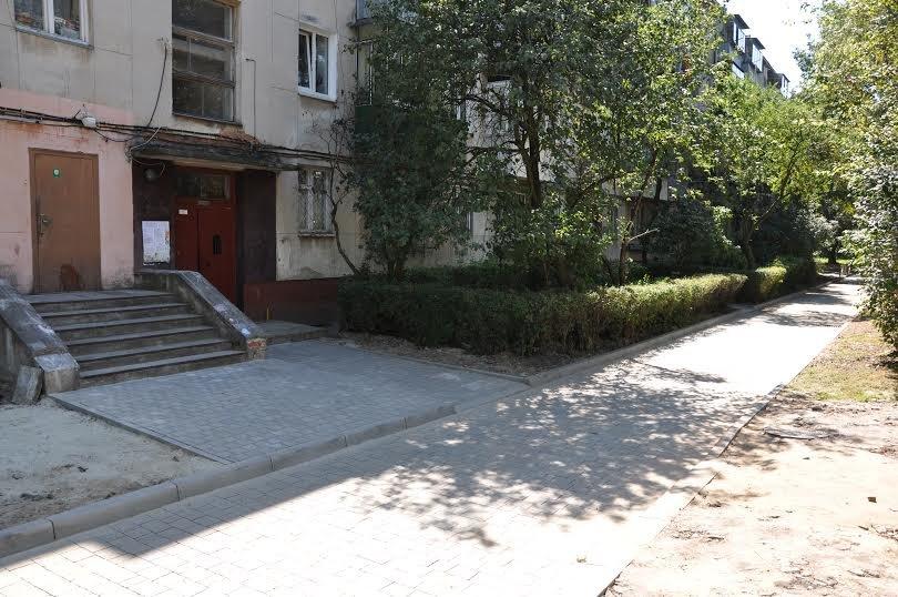 У Львові ремонтують міжбудинкову дороги на вул.Лазаренка, 7-9 (ФОТО) (фото) - фото 1