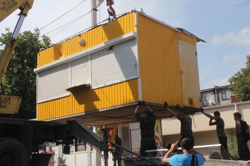 Как в Днепродзержинске демонтируют очередные МАФы (фото) - фото 4