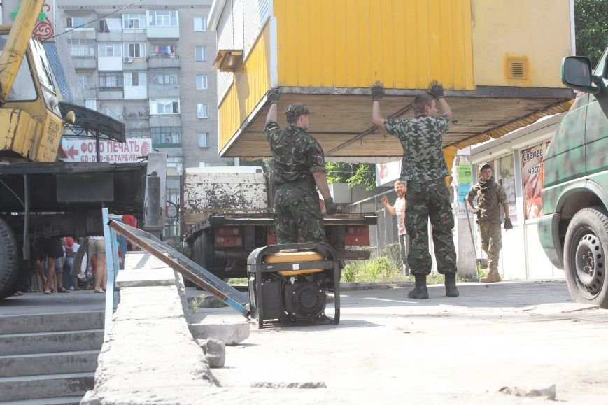 Как в Днепродзержинске демонтируют очередные МАФы (фото) - фото 5