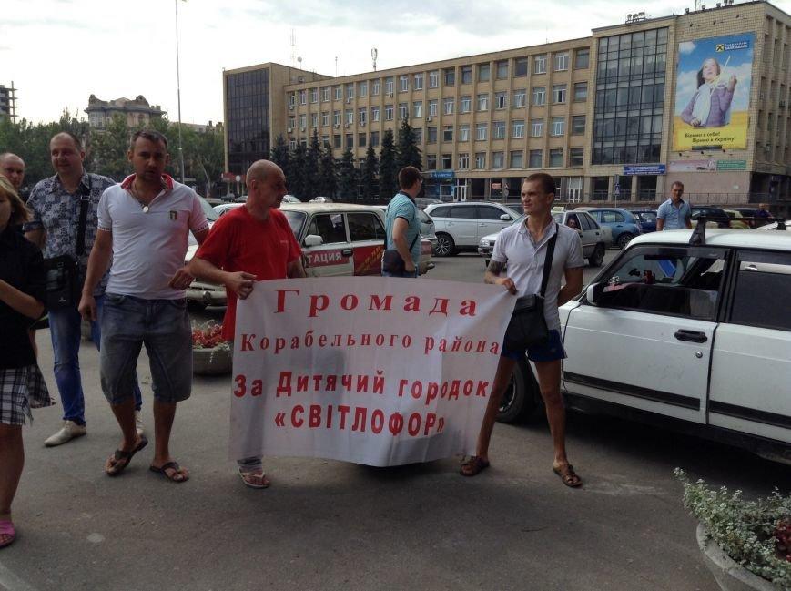 Николаевцы вышли на митинг против самозастроев (ФОТО) (фото) - фото 1