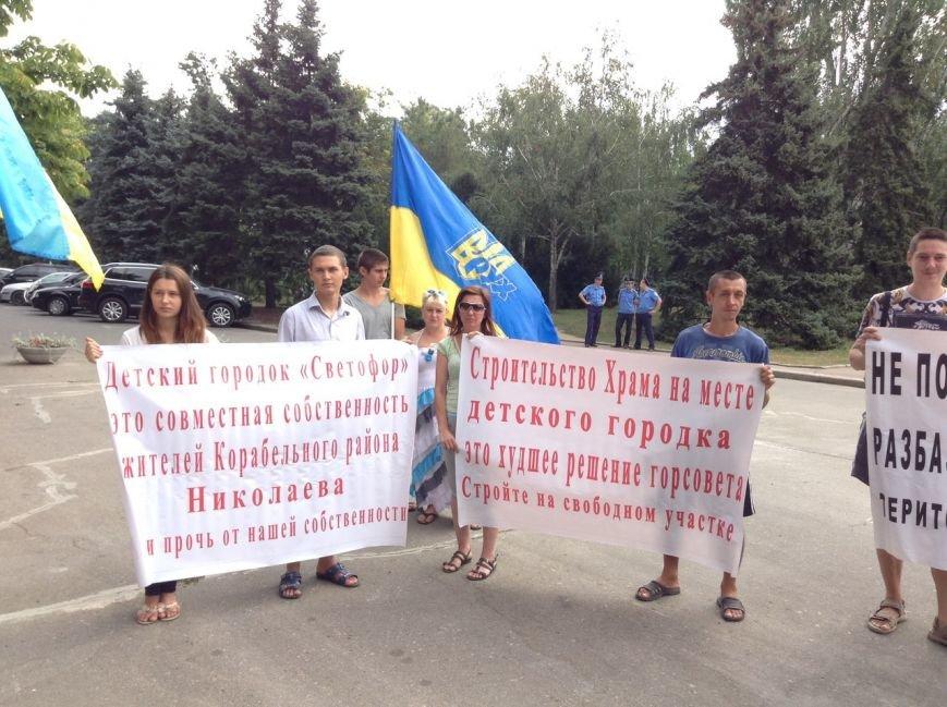 Николаевцы вышли на митинг против самозастроев (ФОТО) (фото) - фото 5