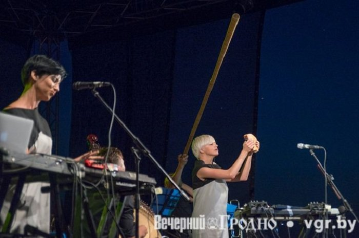 Фоторепортаж: возле Мирского замка отметили фестиваль Mirum Music (фото) - фото 19