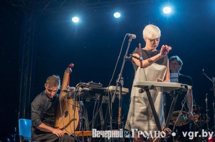Фоторепортаж: возле Мирского замка отметили фестиваль Mirum Music (фото) - фото 18
