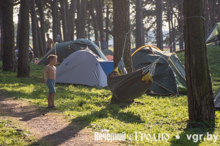 Фоторепортаж: возле Мирского замка отметили фестиваль Mirum Music (фото) - фото 2