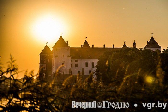Фоторепортаж: возле Мирского замка отметили фестиваль Mirum Music (фото) - фото 13