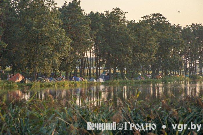 Фоторепортаж: возле Мирского замка отметили фестиваль Mirum Music (фото) - фото 3
