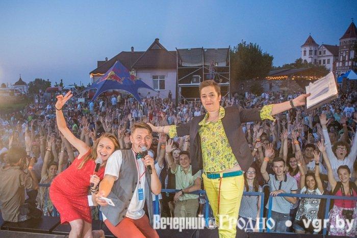 Фоторепортаж: возле Мирского замка отметили фестиваль Mirum Music (фото) - фото 15