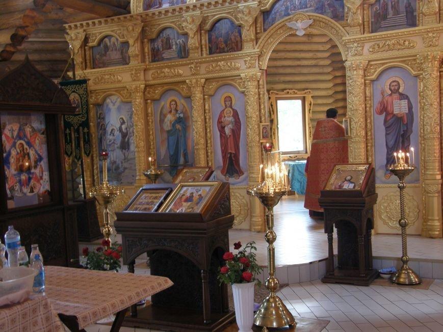 Посещение добропольскими правоохранителями храма Святой Троицы (фото) - фото 1