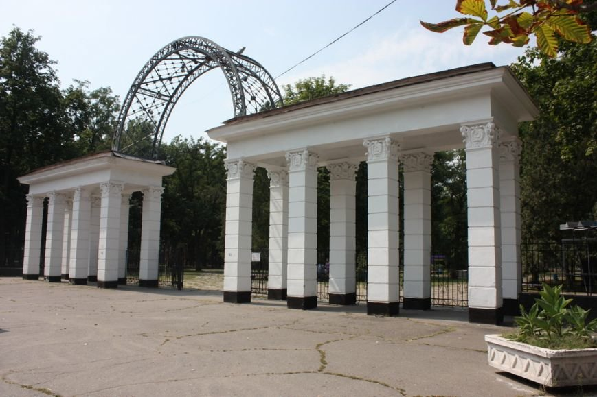 Парк имени Котлова, что в Крюкове, разрушают неизвестные, переодевшись в коммунальщиков, фото-1