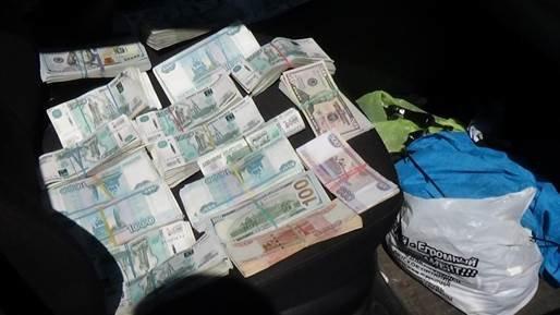До «ДНР» не доехали 22 тысячи наркотических таблеток и миллионы рублей (ФОТО, ВИДЕО) (фото) - фото 3
