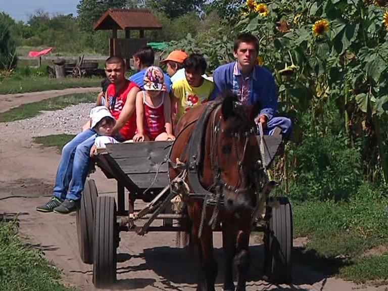 Фонд «Украинская перспектива» организовал экскурсию для детей с ДЦП (фото) - фото 4