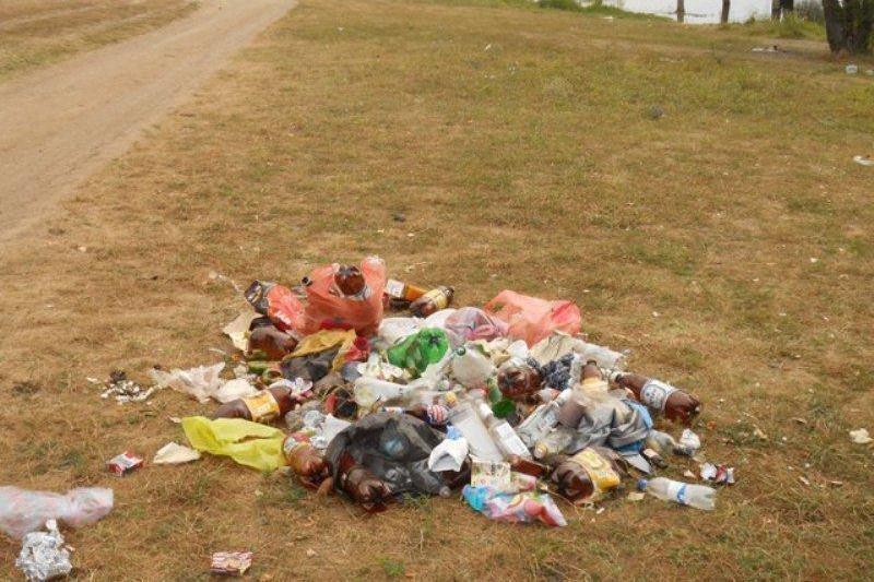 Отдыхающие превратили Симферопольское водохранилище в свалку (ФОТО) (фото) - фото 4