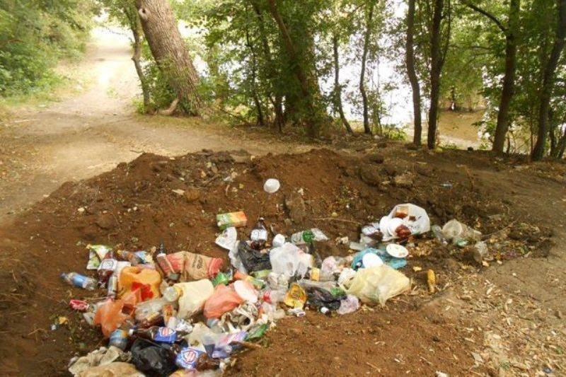 Отдыхающие превратили Симферопольское водохранилище в свалку (ФОТО) (фото) - фото 6