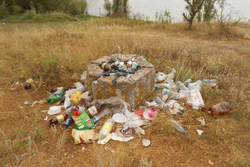 Отдыхающие превратили Симферопольское водохранилище в свалку (ФОТО) (фото) - фото 9