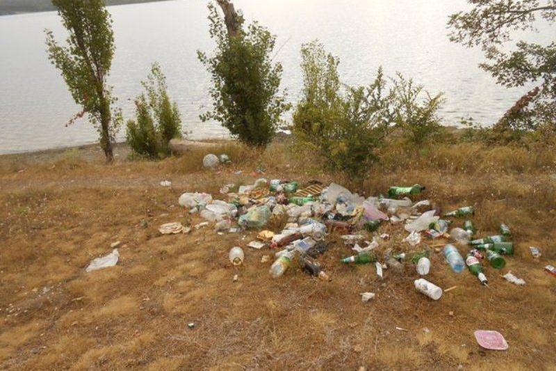 Отдыхающие превратили Симферопольское водохранилище в свалку (ФОТО) (фото) - фото 7