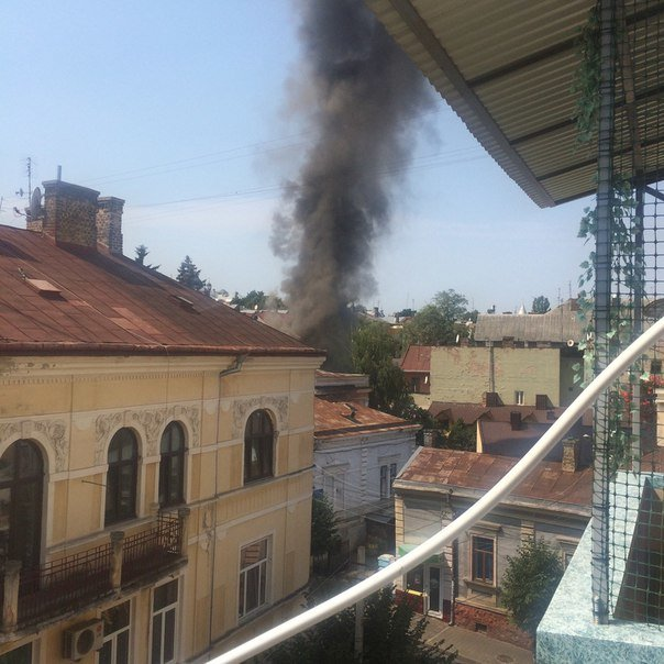 У Чернівцях сьогодні горіла історична будівля (фото) - фото 1