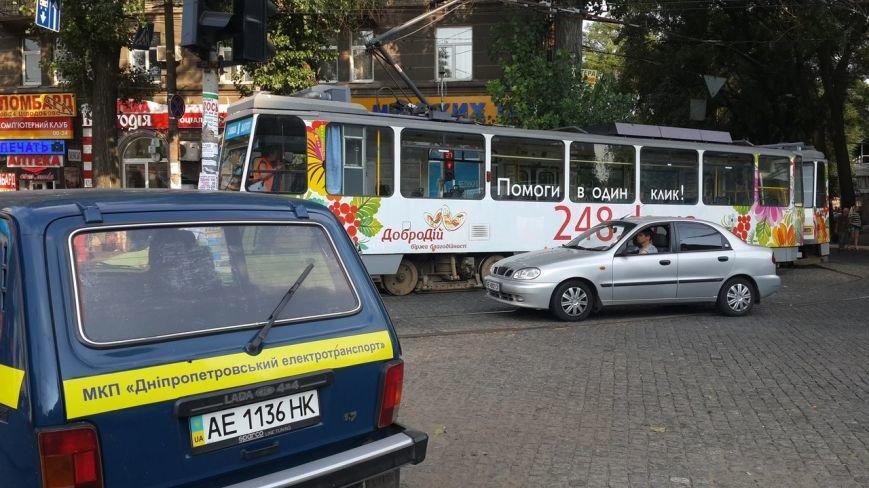 ДТП в Днепропетровске: на Нагорном рынке столкнулись трамвай и иномарка (фото) - фото 3