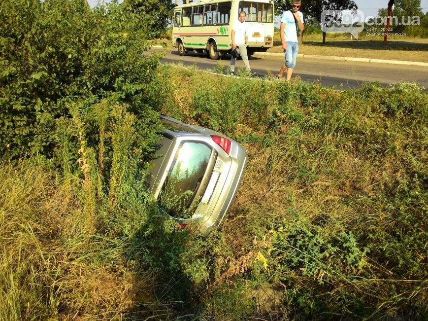 ДТП в Днепродзержинске: столкнулись Subaru и Mercedes (ФОТО) (фото) - фото 1
