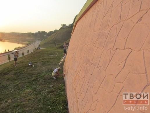 В Гродно скоро появится новая достопримечательность: на стене возле Нового замка рисуют гравюру (фото) - фото 5