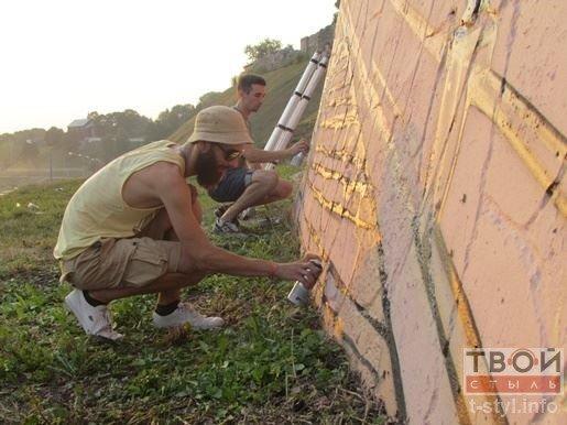 В Гродно скоро появится новая достопримечательность: на стене возле Нового замка рисуют гравюру (фото) - фото 1