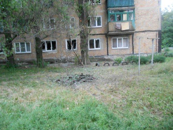 Очередной обстрел Авдеевки оставил горожан без света, есть пострадавшие, горели дома (ФОТО) (фото) - фото 2