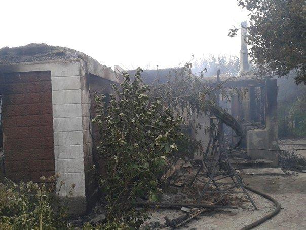 Очередной обстрел Авдеевки оставил горожан без света, есть пострадавшие, горели дома (ФОТО) (фото) - фото 5