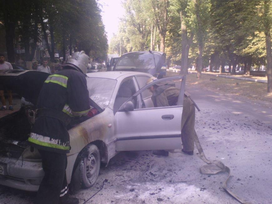 В Днепродзержинске горел «Ланос», фото-1