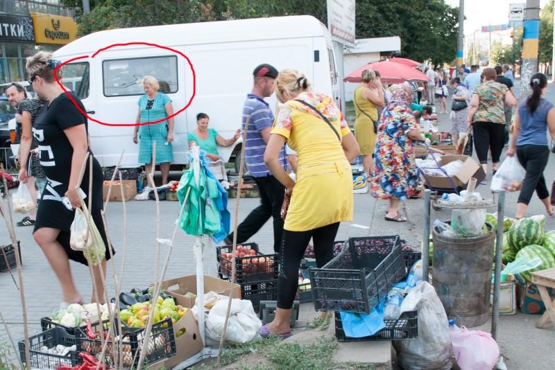 Проблема стихійної торгівлі у Чернівцях залишилась невирішеною (фото) - фото 3