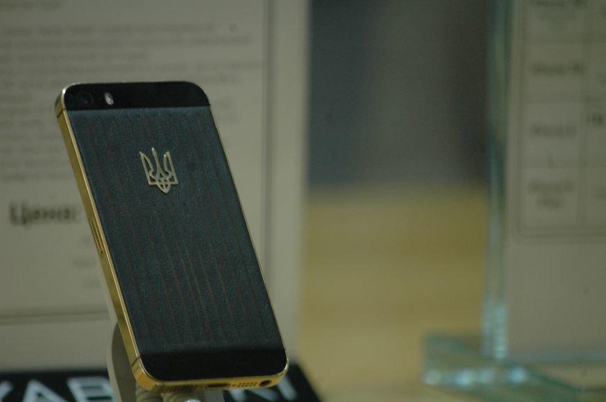 Налоговая изымает «айфоны» в запорожских магазинах YABLOKi (ФОТО), фото-10