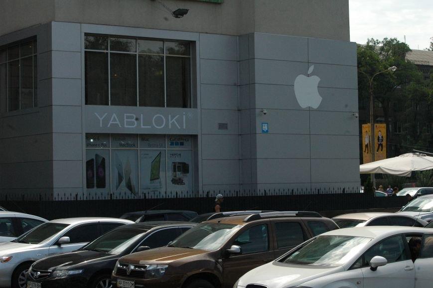 Налоговая изымает «айфоны» в запорожских магазинах YABLOKi (ФОТО), фото-1