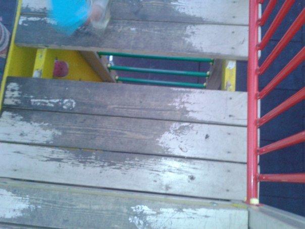 Детская игровая площадка возле Госсовета Крыма небезопасна для малышей (ФОТО) (фото) - фото 2