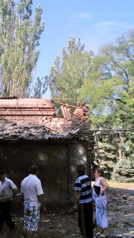 Террористы обстреляли Авдеевку: ранены три человека (ФОТО) (фото) - фото 3