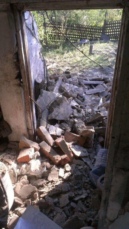 Террористы обстреляли Авдеевку: ранены три человека (ФОТО) (фото) - фото 1