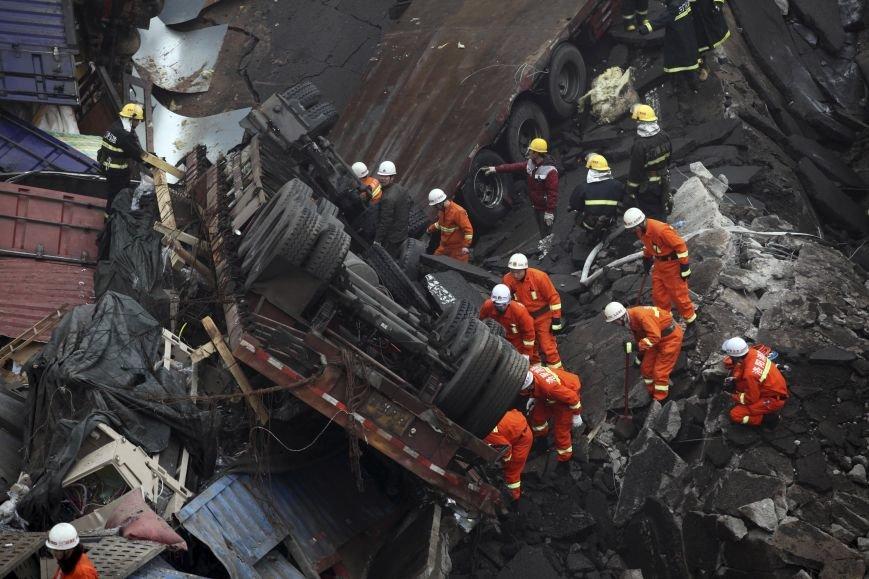 Из-за мощнейшего взрыва в Китае погибло более 40 человек (+видео) (фото) - фото 3