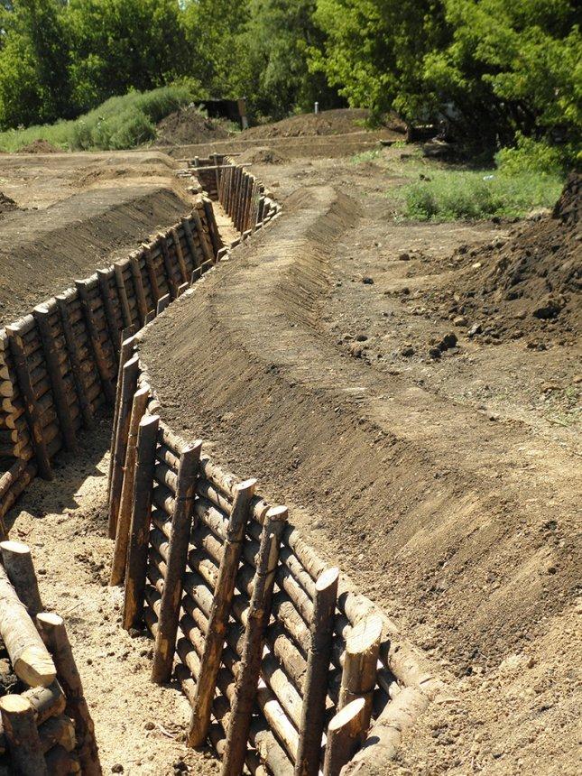 Дві сотні іванофранківців будують фортифікації на сході (ФОТО) (фото) - фото 1