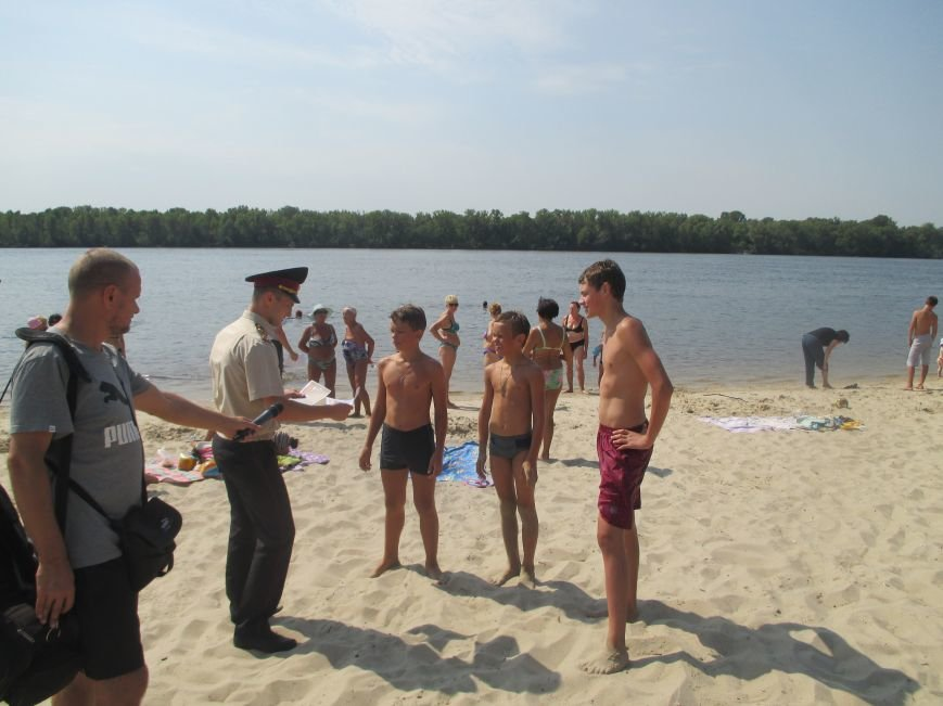 Кременчугские спасатели учили отдыхающих спасать утопающего и справляться с судорогами (ФОТО), фото-5