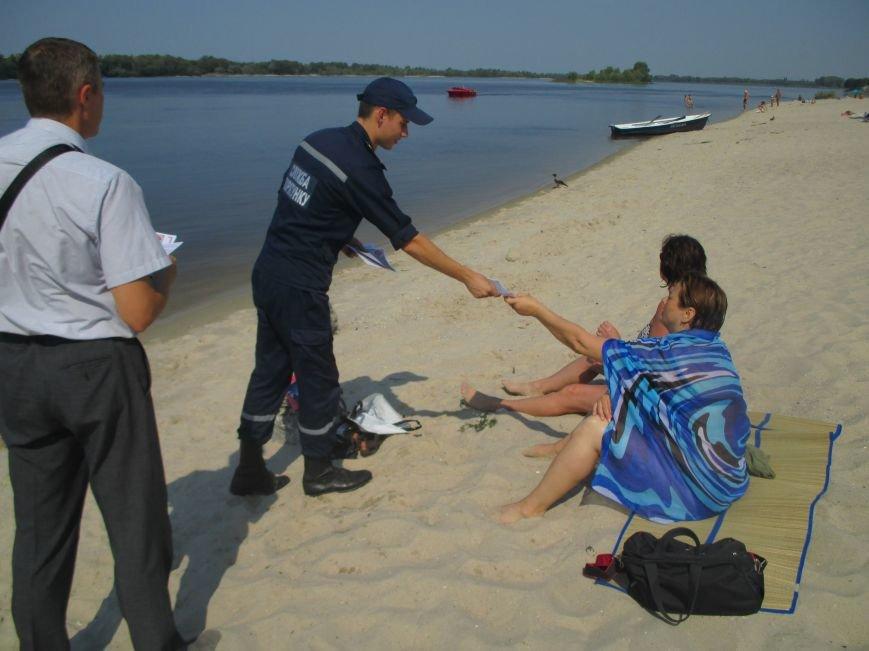 Кременчугские спасатели учили отдыхающих спасать утопающего и справляться с судорогами (ФОТО), фото-4