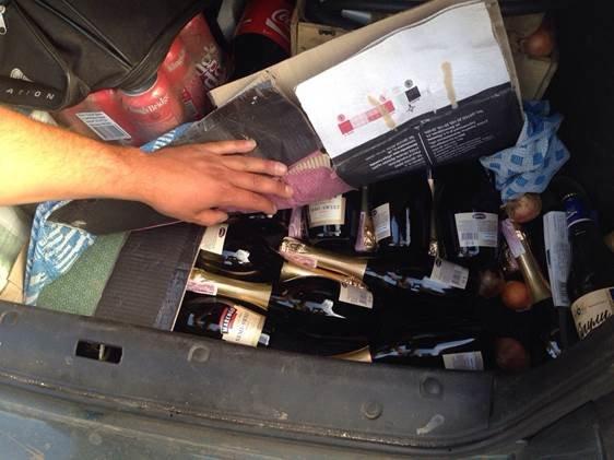 До «ДНР» не доехали 10 тонн курицы, 200 ящиков шампанского и 580 бутылок водки (фото) - фото 1