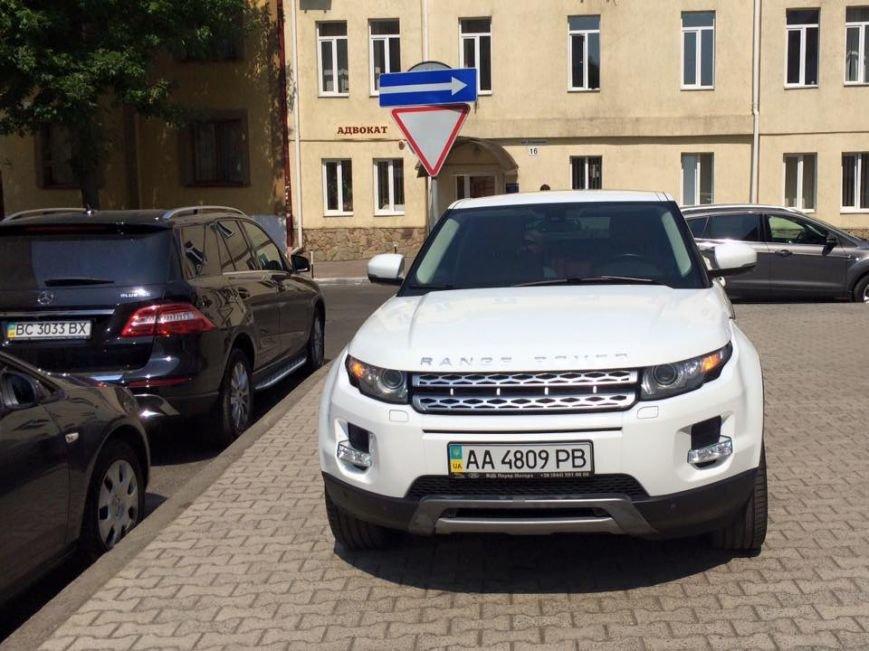 Львів'янка впіймали Ольгу Фреймут на неправильному паркуванні (ФОТО) (фото) - фото 3