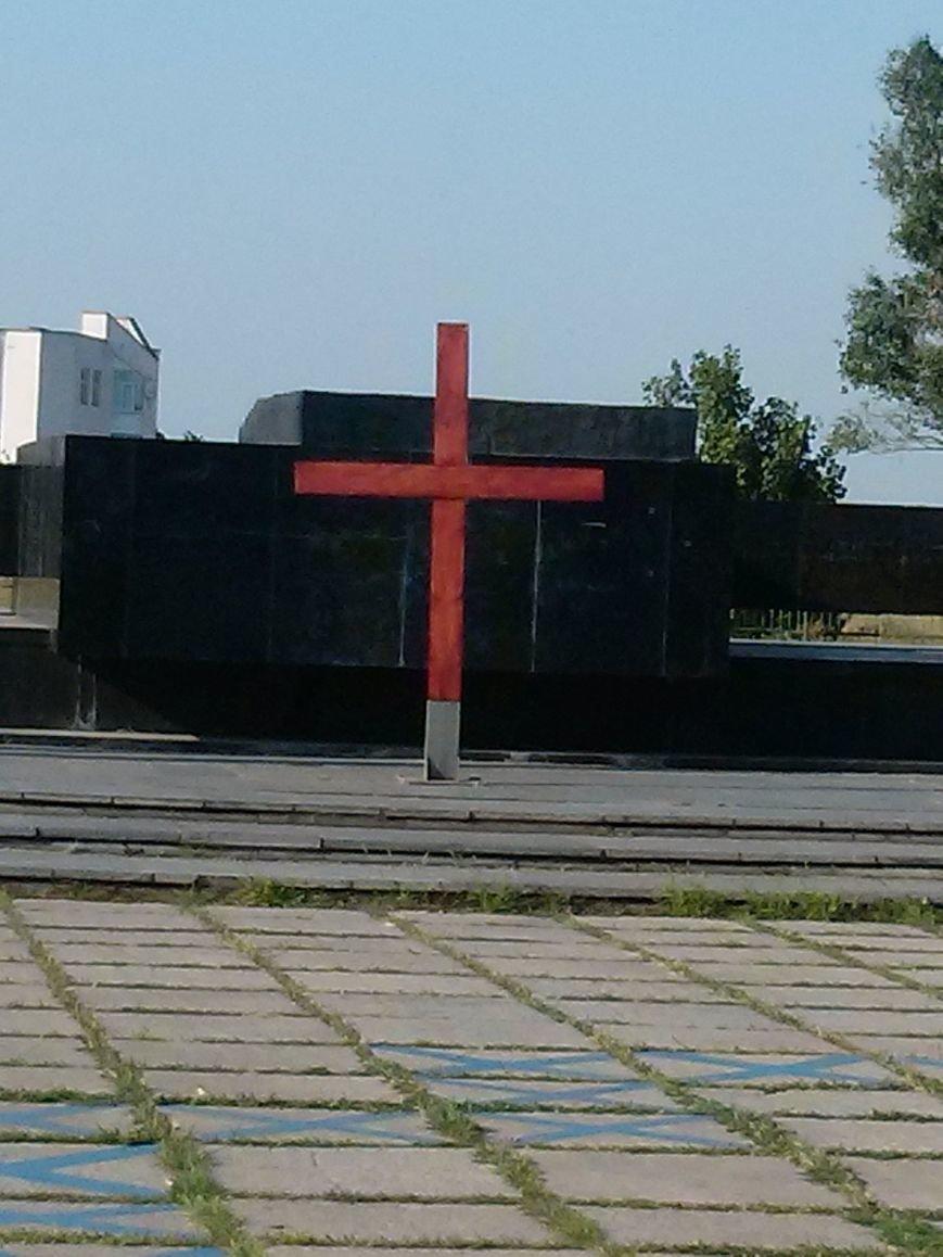 В Мариуполе восстановлен памятный крест на центральной площади (ФОТО) (фото) - фото 1