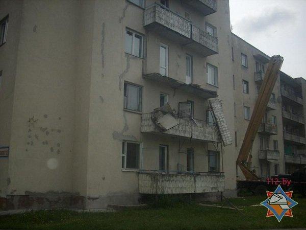 В Лиде в общежитии обвалился балкон (фото) - фото 2