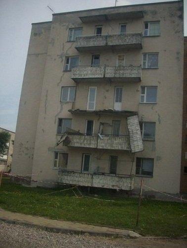 В Лиде в общежитии обвалился балкон (фото) - фото 3